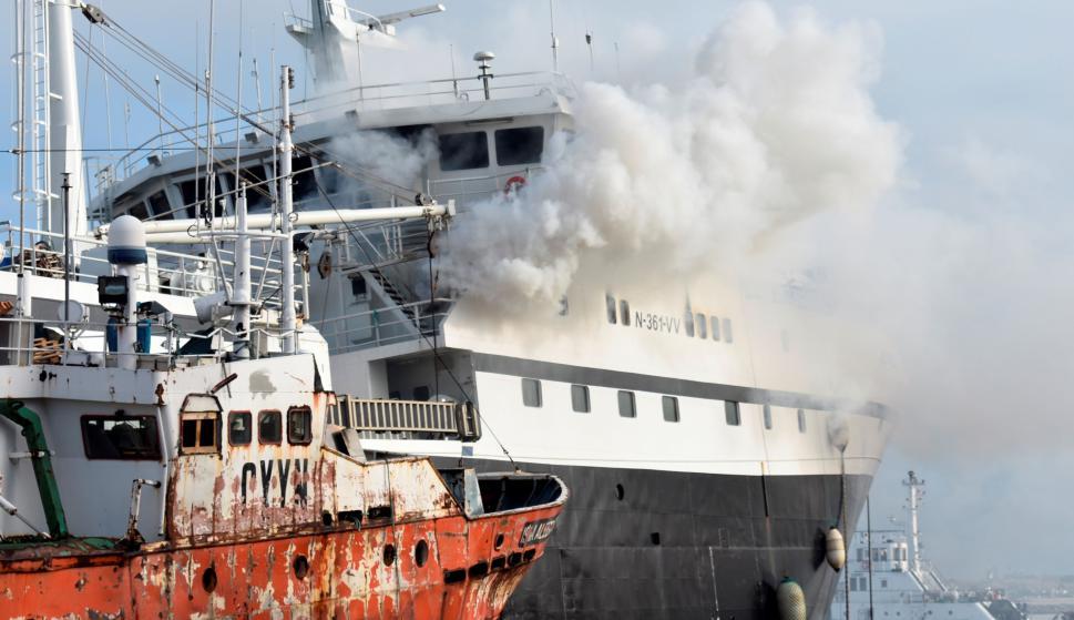 Se incendió un buque en el Puerto de Montevideo; hay un tripulante intoxicado