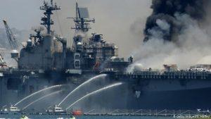 Incendio en buque de Armada estadounidense